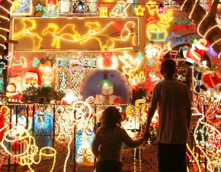 Spot the Differences in This Brilliant Holiday Lights Display