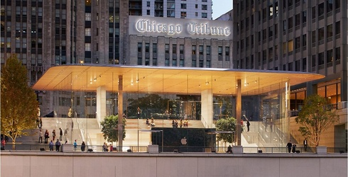 Apple Forgets Chicago Isn't in Silicon Valley, Opens a Flagship Store That Doubles as a Wintery Deathtrap