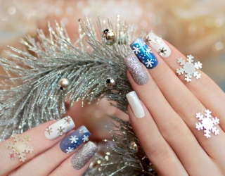 Match These Decked-Out Holiday Manicure Photos