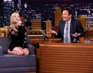 "Amanda Seyfried Sings a Google-Translated ""Dancing Queen,"" Inspires Drunk Karaoke Fans the World Over"