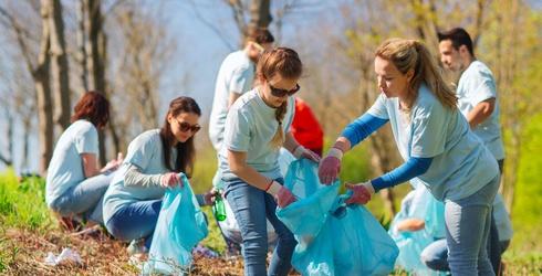 Volunteering Makes You Feel Younger and Healthier, a New Study Suggests