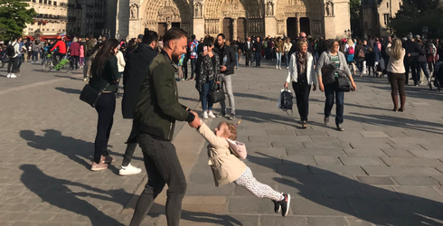Twitter Searches for Dad and Daughter in Viral Notre Dame Photo