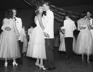 Help Your Loved Ones Remember the Good ol' Days With These Throwback Prom Photos
