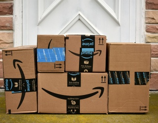 Find the Differences in These Amazon Delivery Photos