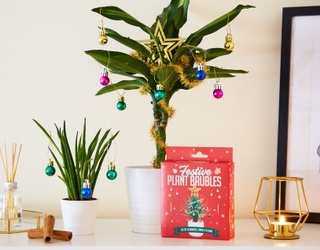 How to Decorate Your Desk at the Office for Christmas