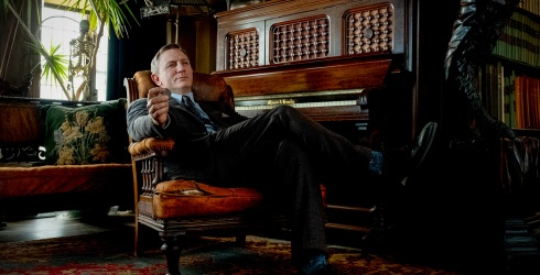 """""""Knives Out"""" Gloriously Made Me Never Want to Hear Daniel Craig Do an Accent Again"""