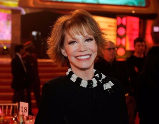 Mary Tyler Moore Dies After Being Admitted to the Hospital in Critical Condition
