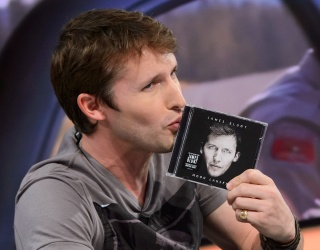 James Blunt Is the King of Zings and Self-Deprecation on Twitter