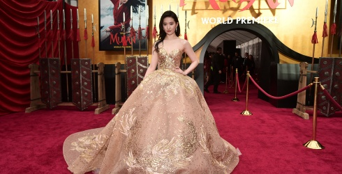 """Let Crystal Liu Yifei's Red Carpet Fashion Help You Wait out the Postponement of """"Mulan"""""""