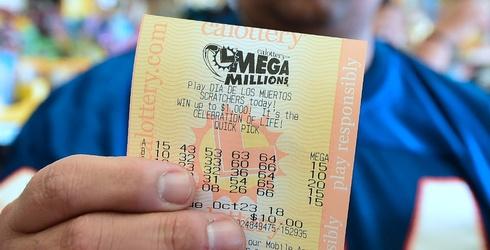 This Week's Great GIF Rundown: Mega Millions & Mookie Betts