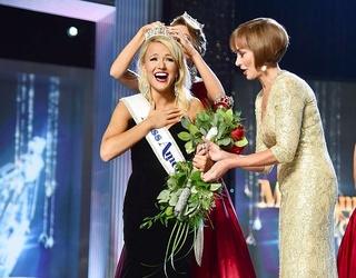 Miss Arkansas Just Won the Miss America Crown