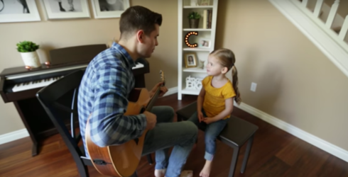 """Daddy-Daughter Duet Singing """"You've Got a Friend in Me"""" Is Adorable"""