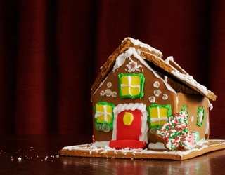 10 Gingerbread House Fails That Prove Only Real-Life Architects Can Actually Do This Sh*t