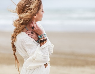 9 Hairstyles to Try When You Haven't Shampooed in Days