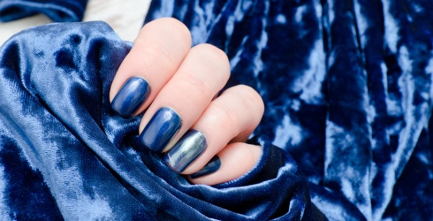 """On Trend: How to Achieve the """"Velvet"""" Manicure Look From Home"""