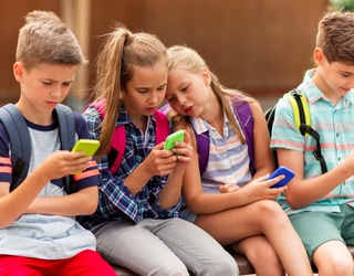 (In)Genius Dad Creates App That Forces Kids to Text Their Parents Back