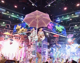 This Puzzle Looks Like a Rainbow Threw up on Taylor Swift's BBMAs Performance