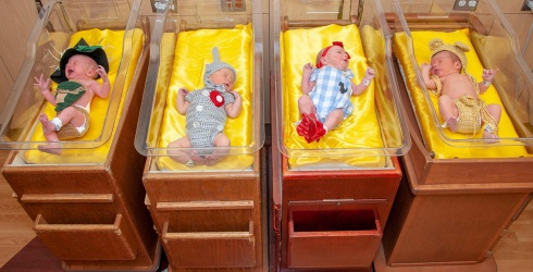 """Holy Cute: Newborns at Pittsburgh Hospital Don """"Wizard of Oz"""" Costumes"""