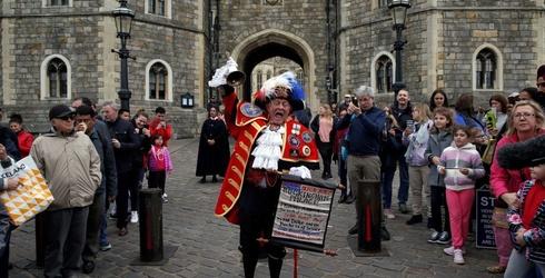 Oyez! Oyez! Piece This Royal Baby Declaration Back Together