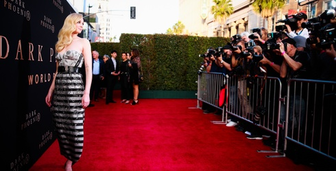 Sophie Turner Knows How to Work a Red Carpet...and That's the Tea