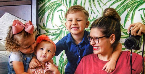 Fourth Pregnancies Have to Be Exhausting, but This Mom Knows How to Make Hers Memorable