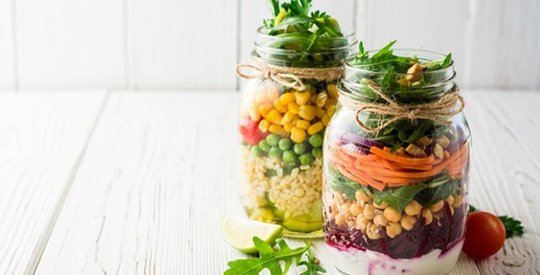 6 Mason Jar Salads That Will Leaf You Totally Satisfied