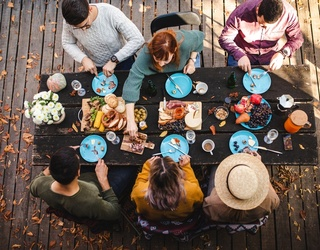 11 Must-Have Foods for the Ultimate Picnic