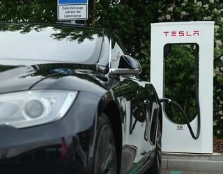 Tesla Extends Florida Drivers' Battery Packs to Help Them Escape Hurricane Irma
