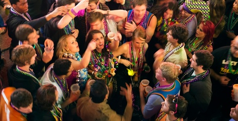 Travel Tuesday: The Ultimate Guide to New Orleans Bars for Mardi Gras