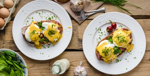 Can You Find the Differences in These Eggs Benedict Photos?