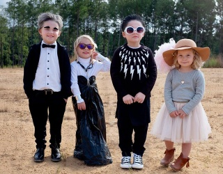 "Beyond ""Schitt's Creek,"" This Mom Has All the Pop Culture Halloween Costume Lewks"