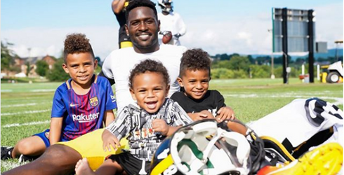 The Five NFL Players We Love to Follow on Instagram