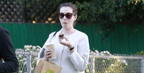 I Never Cared About Anne Hathaway Until I Saw Her Eat Cupcakes, Now I Want to Be Her Best Friend