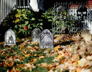 Forget Skeletons and Witch's Hats -- Turn Your Halloween Craft Attention to Cemeterrariums