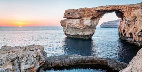 Iconic 'Game of Thrones' Location, Malta's 'Azure Window,' Collapses Into Mediterranean Sea