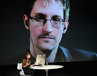 """Russia Is Considering Giving Edward Snowden to Trump as a Welcome """"Gift"""""""