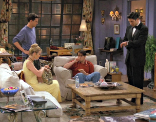 """We Can't Imagine the '90s Without """"Friends,"""" but What If It Was Set in the '20s?"""