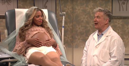 "Get a Rare Glimpse at Beyoncé's Twins On ""SNL"""