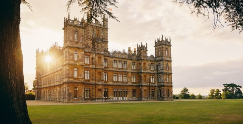 """Travel Tuesday: Live Like a Lady for a Night at the """"Downton Abbey"""" Castle"""