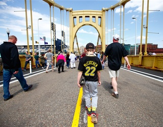 """MLB Umpire Let """"Pure Instinct"""" Take Over When He Saved a Woman From a Pittsburgh Bridge"""