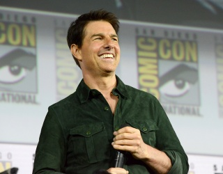 Tom Cruise Mails out a Holiday Cake to an Exclusive Guest List, and We Want In!