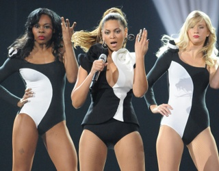 """Singletons, Revel in Your Independence by Completing the Lyrics to """"Single Ladies"""""""