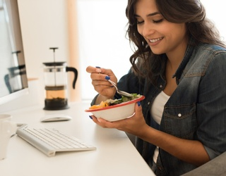 Easy, Budget-Friendly Tips for Eating Well at the Office