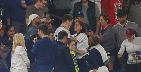 This Guy Proposed During a Yankee Game and Dropped the Ring