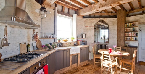 Travel Tuesday: 7 Airbnbs That Will Make Cooking for Thanksgiving a Delight