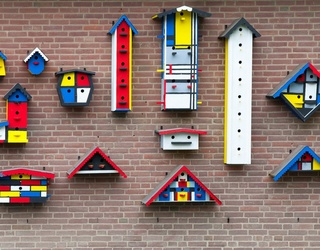 Can You Find the Differences in These Bird Houses?