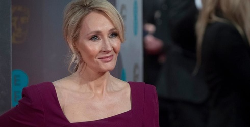 """J.K. Rowling Apologizes for Killing a Controversial """"Harry Potter"""" Character"""