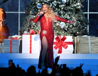 FedEx Delivery Guy Catches Mariah's Attention by Channeling Her Christmas Spirit