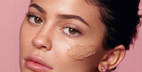 Walnut Scrubs: Exfoliating  Excellence or Facial Faux Pas?