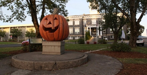 """""""Halloweentown"""" Is Now a Real Place That You Can Visit"""